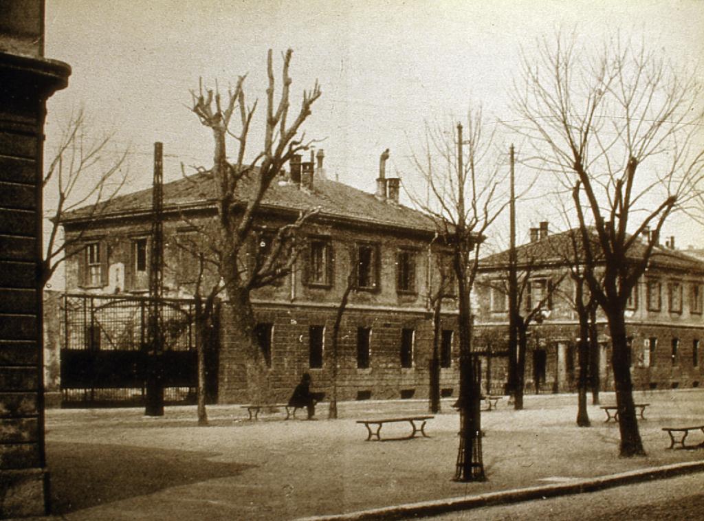 Piazza del Macello 2
