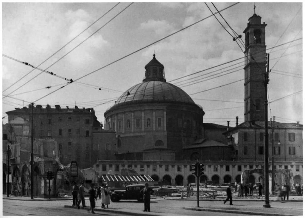 La Galleria De Cristoforis Durante la demolizione da San Babila