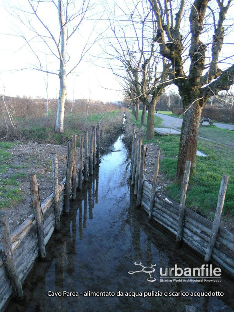 033-cavo-parea-alimentato-da-acqua-pulizia-e-scarico-acquedotto_r