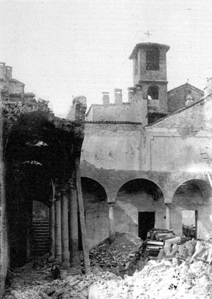 La chiesa durante le demolizioni ottocentesche 1930