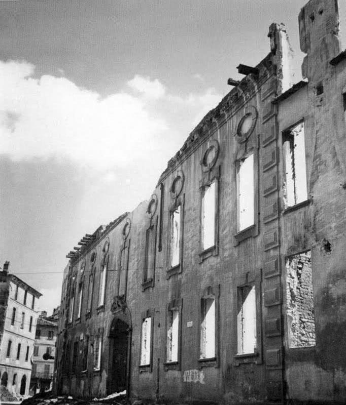 Via Caminadella Palazzo Visconti dopo i bombardamenti