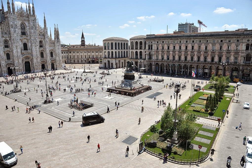 2014-07-03_Piazza_Duomo_Aiuola_1