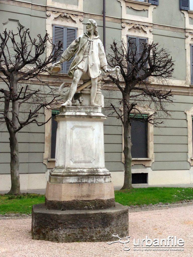 Cristoforo Colombo Via Boschetti al civico 6 B