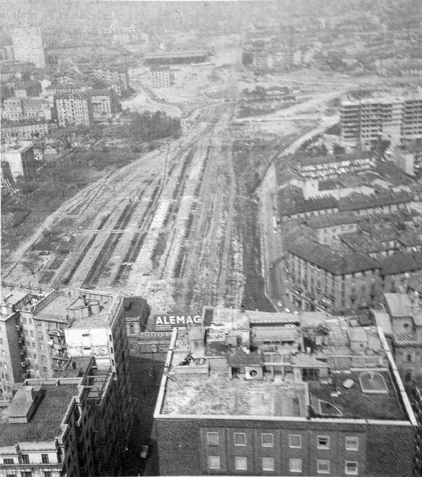 La zona Garibaldi Repubblica nel 1961, in primo piano la stazione delle Varesine