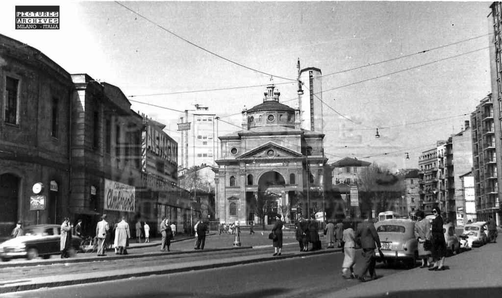 Stazione delle Varesine e chiesa di San Gioachimo, il Pirelli in costruzione sullo sfondo