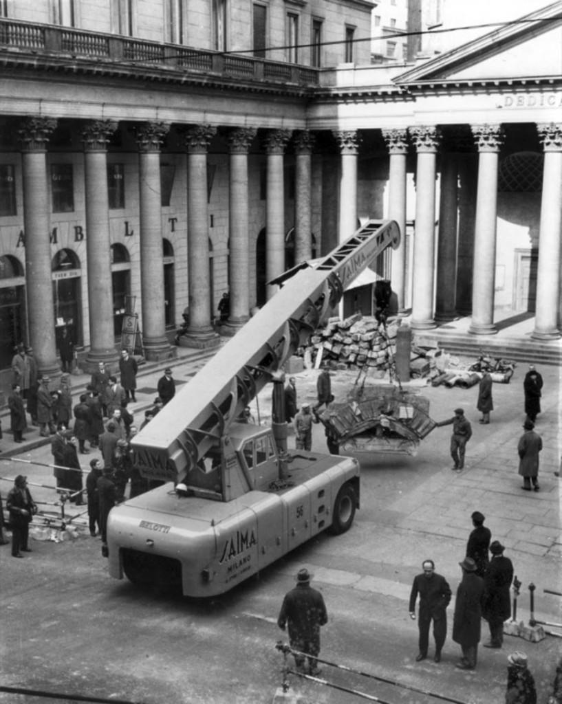 1960 circa. Lavori per la M1 Piazza San Carlo, recupero del Ponte Romano