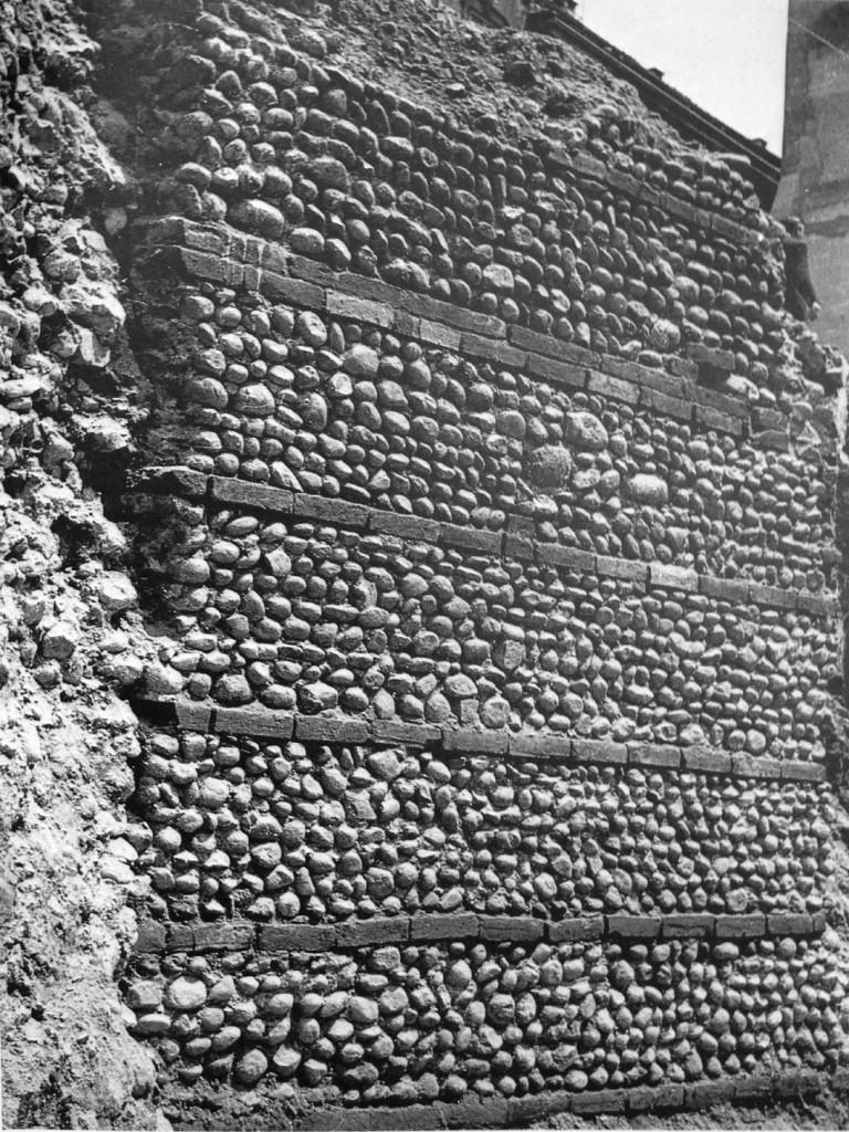 Mediolanum Via Lauro tratto muro romano 1969