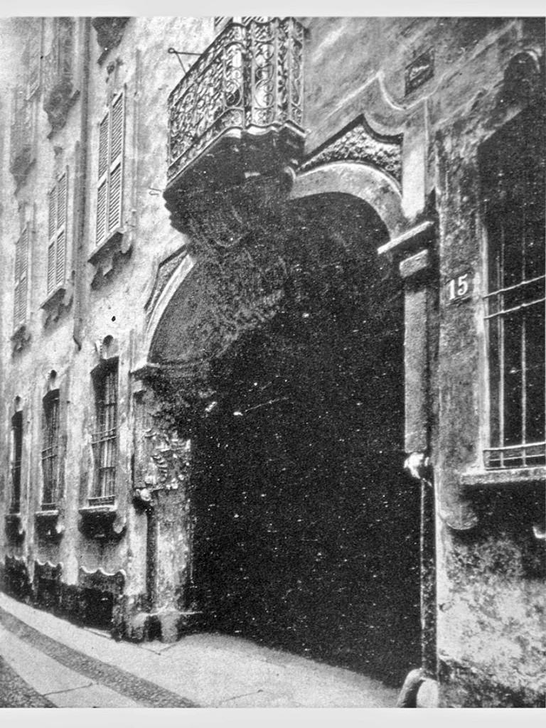 Portone palazzo Medici in via Medici dove visse Gian Giacomo Medici detto il Medeghino Primo 900