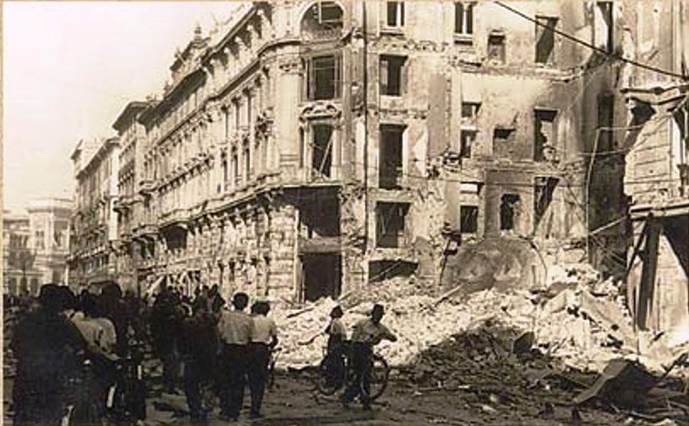 Via Torino, Palazzo del Commercio colpito dalle bombe della guerra