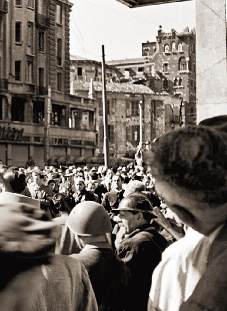 Piazza Argentina vista da Piazzale Loreto 1945