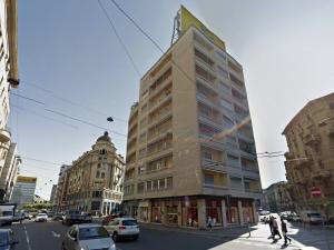 16-14 Piazza Argentina Angolo Via Caretta 2