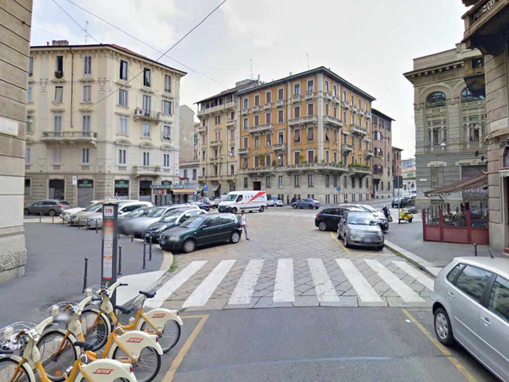 Piazza Camillo De Meis 3