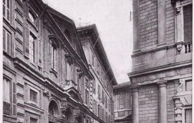 Piazza della Scala e vicolo delle Case Rotte con la Chiesa di San Giovanni