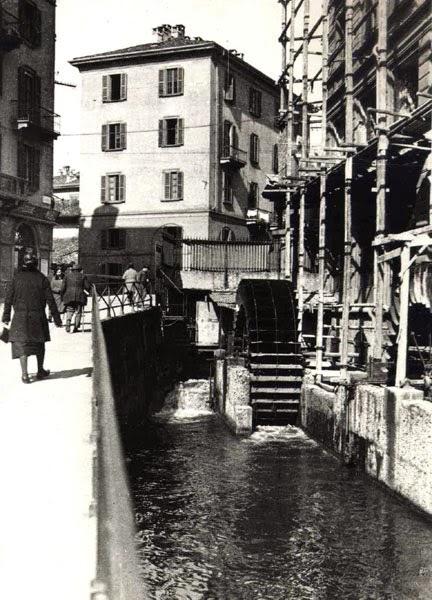 Naviglio, Via Santa Croce all'incrocio con Via Molino delle Armi