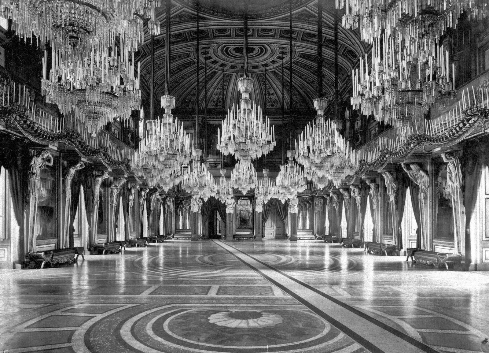Milano duomo palazzo reale di milano lo scrigno rotto for Planimetrie del palazzo con sala da ballo