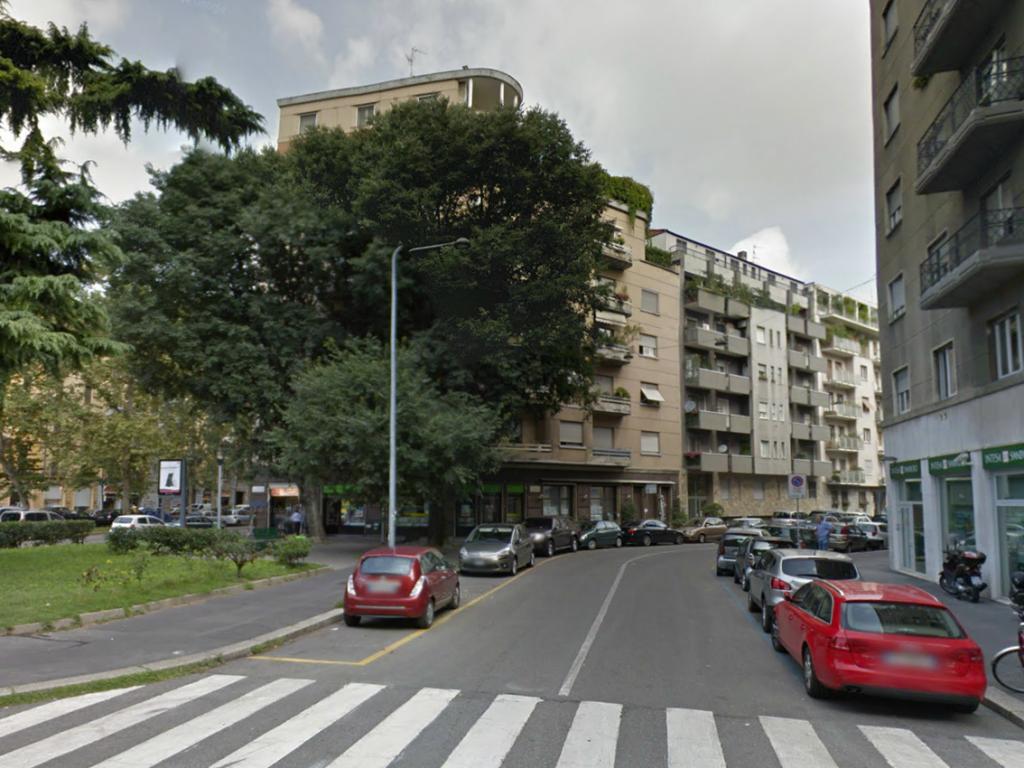 Via Valparaiso incrocia piazza Bazzi e via del Caravaggio