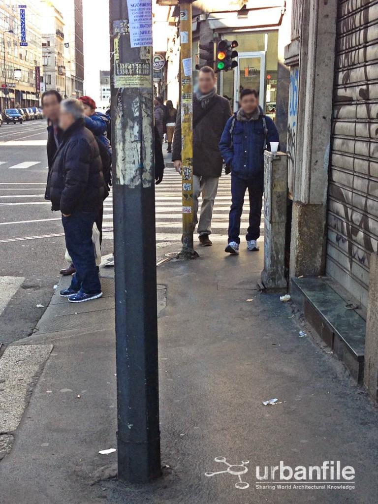 L'incrocio con via Settembrini, pali e pali