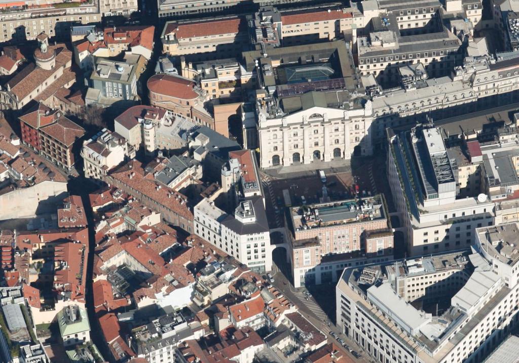 Piazza Affari Palazzo Borsa Aerea