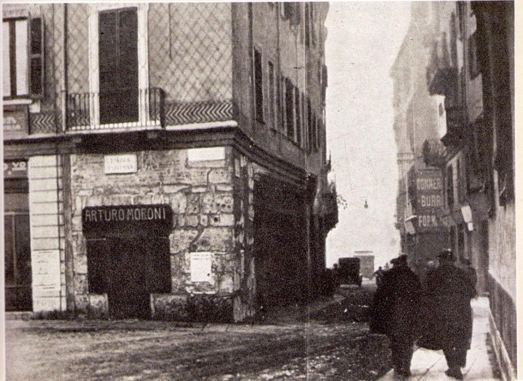 10 Piazza Fontana e la via San Clemente, la Torre del Verzaro o di Giovanni Visconti torre Medioevale