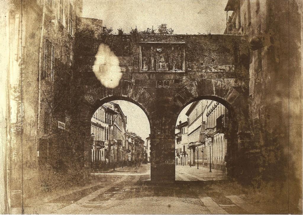 Luigi Sacchi 1845 Veduta degli archi di Porta Nuova, forse una delle foto più antiche di Milano