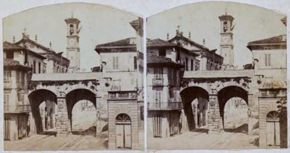 Porta Nuova e sullo sfondo fanno capolino la facciata e il campanile della chiesa scomparsa di San Bartolomeo 1850 Circa
