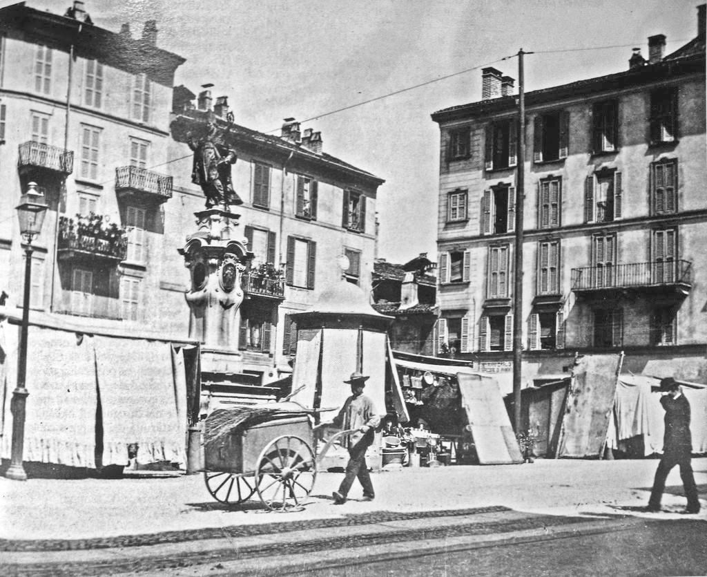 Chiesa di San Nazaro e la Piazza col mercato 1880
