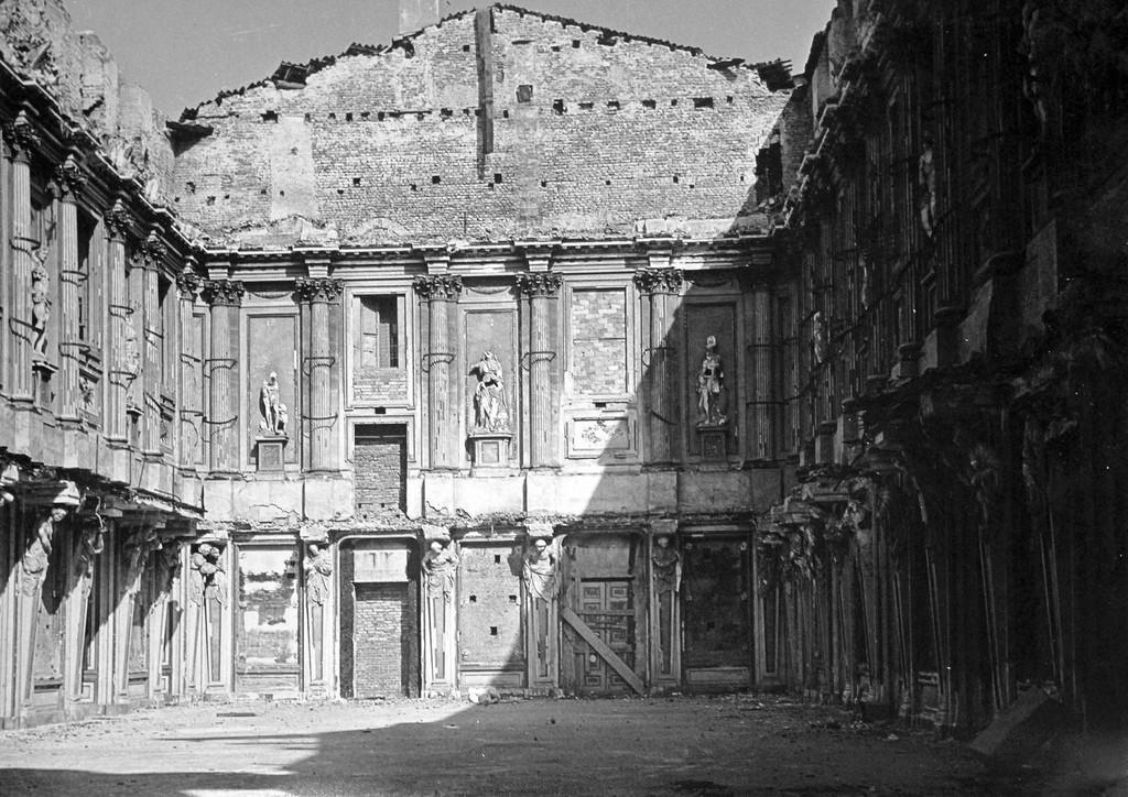 17-palazzo-reale-sala-cariatidi-milano-1