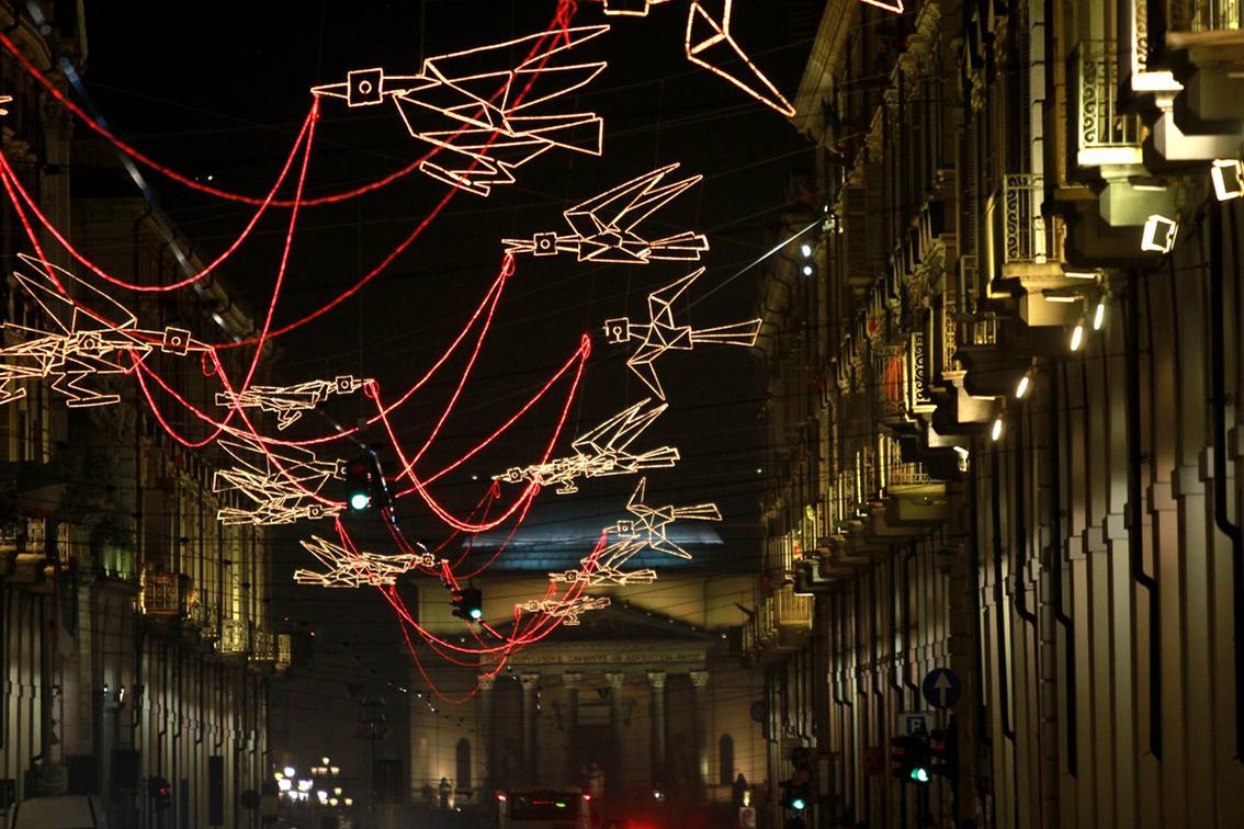 Milano loreto che brutta illuminazione natalizia urbanfile blog