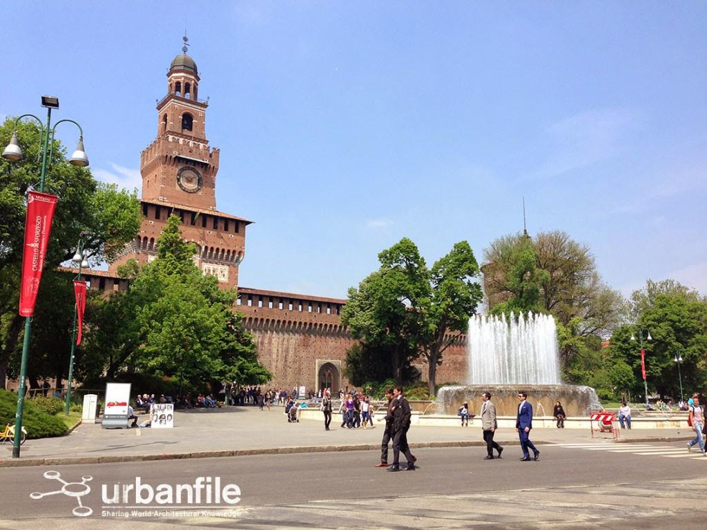 2014-04-23 Piazza Castello 1