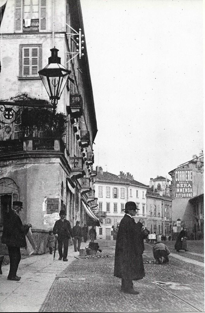 Lampioni_Arredo_Urbano_ponte sula Naviglio di San Gerolamo in Corso Magenta 1880-85