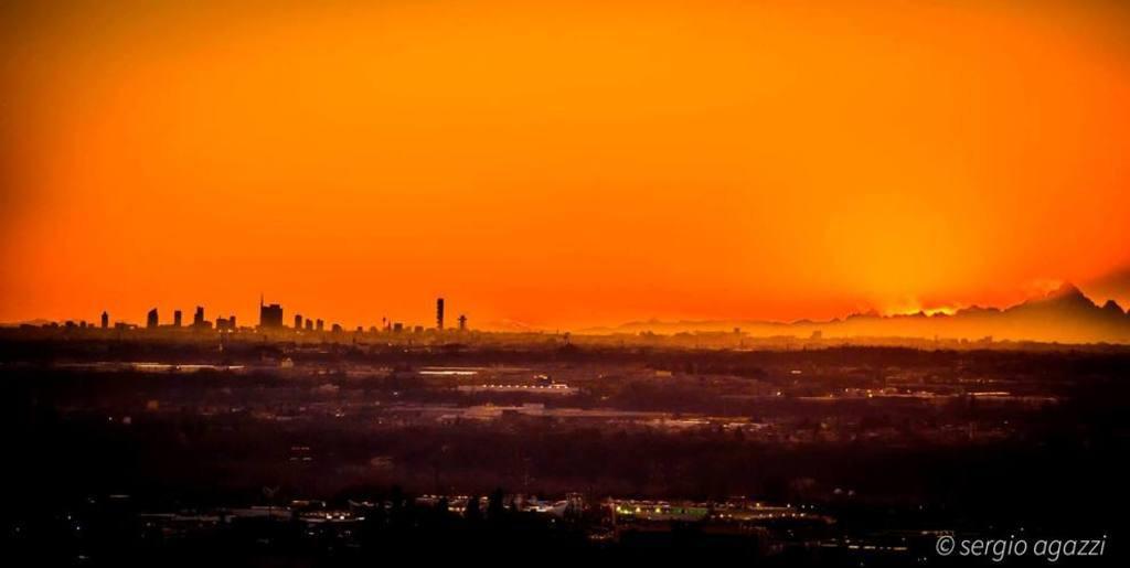 Milano_Agazi_Panorama_Skyline_Monviso_2016-01