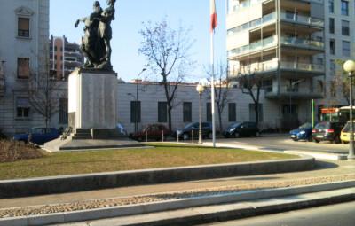 Monumento_via_Tiraboschi_1