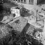 1943, piazza San Babila e la basilica dopo i bombardamenti