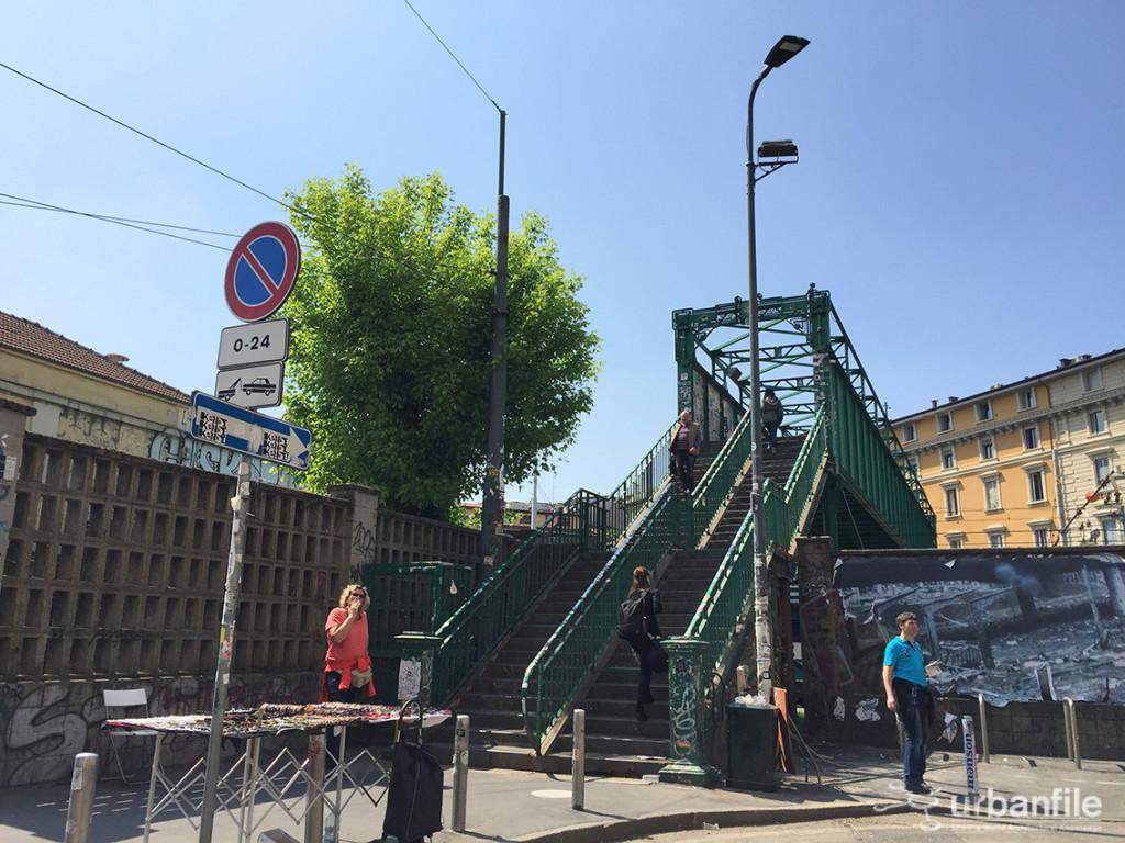 Milano porta genova il ponte icona di via tortona che for Tortona milano