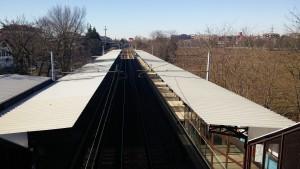 La stazione vista dal sovrappasso pedonale