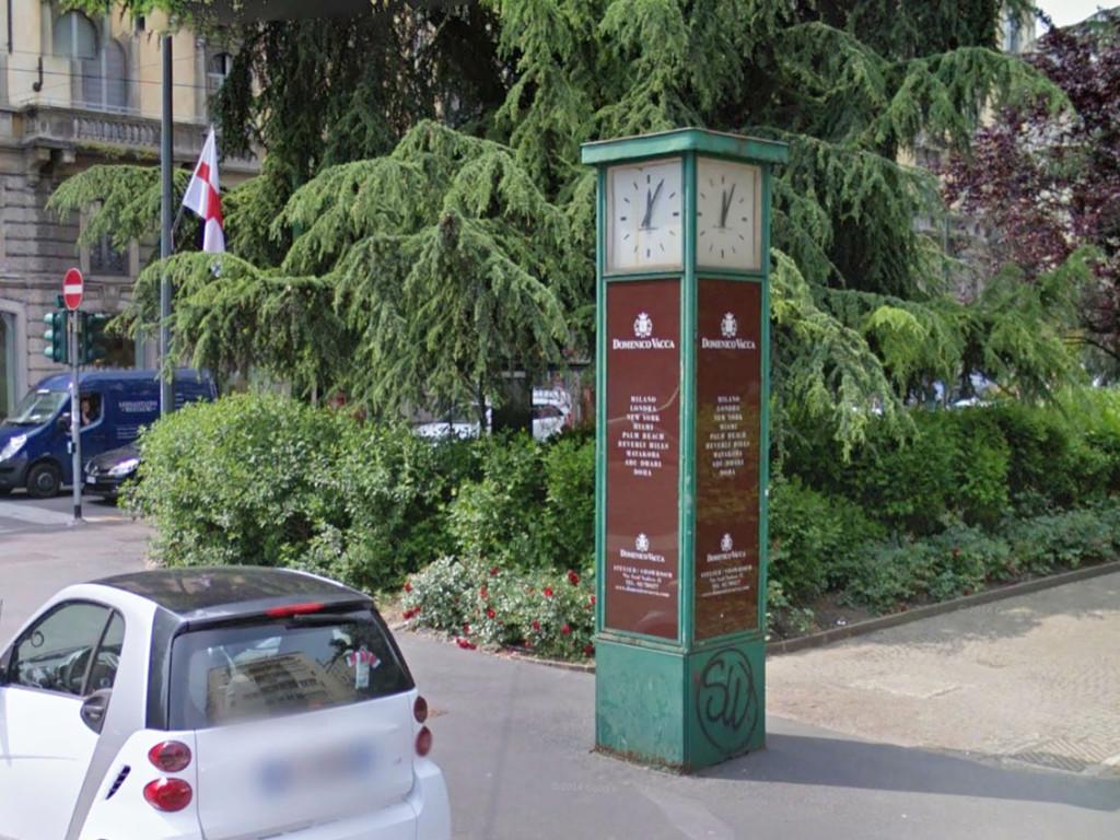 Orologio_Piazza_Tricolore_2
