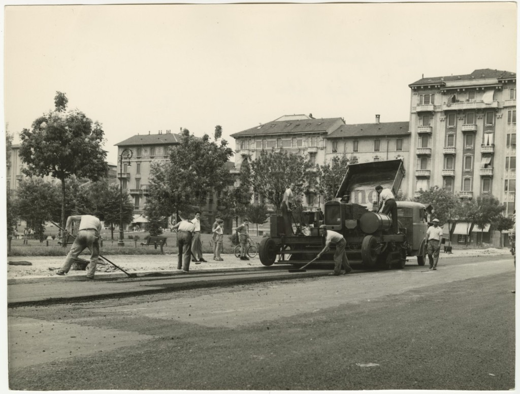 Piazza Aspromonte (Foto Paredi, 1953, Touring Club)