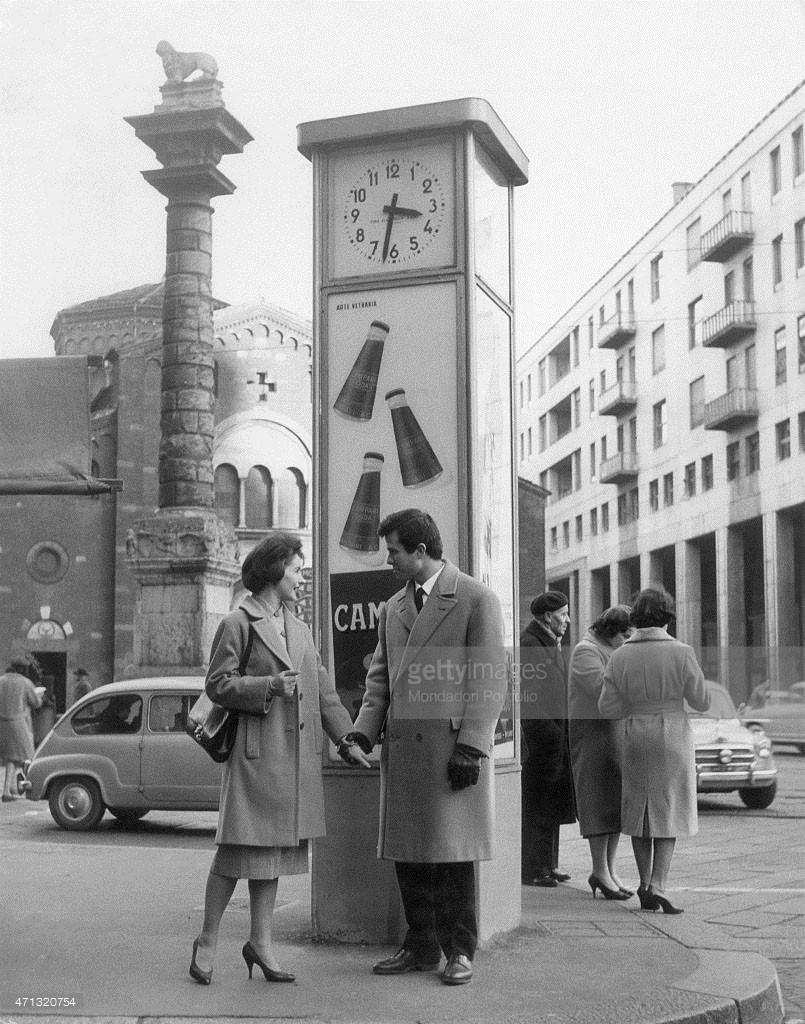 Piazza San Babila - Orologio pubblico colonna del Leone e la Basilica nel 1958-60