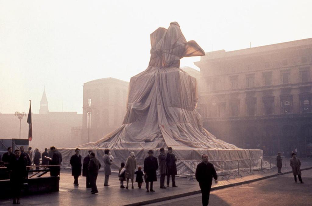 1970 - Christo a Milano imbusta Vittorio Emanuele II A
