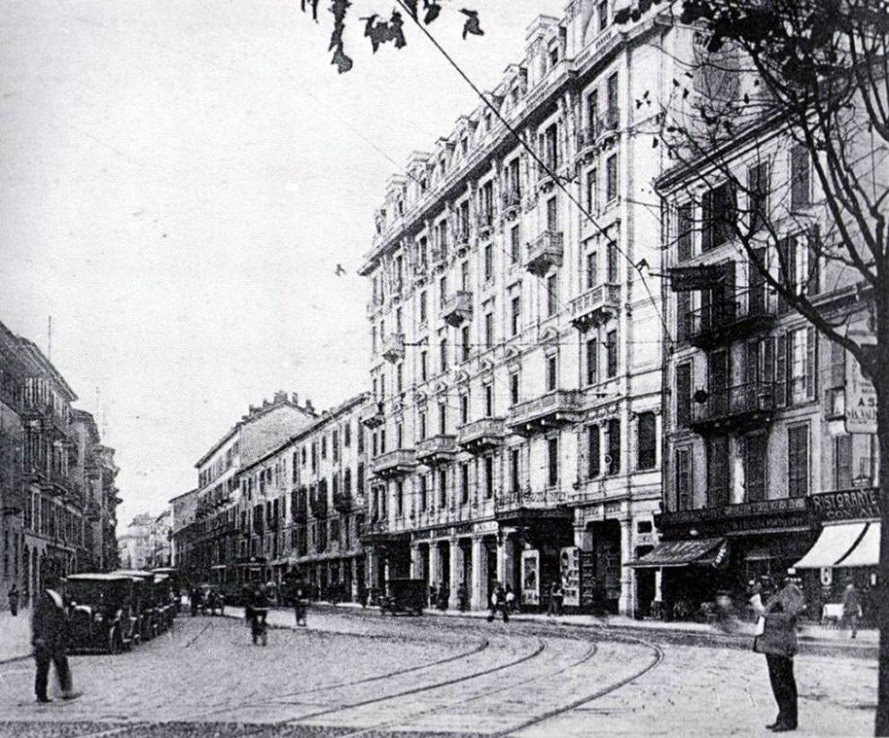 Corso_di_Porta_Romana_crocetta1925