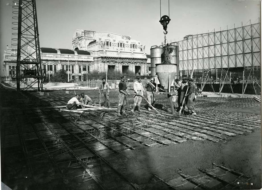 Il Pirelli in costruzione - 1956