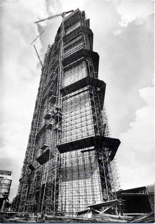 Il Pirelli in costruzione - 1958