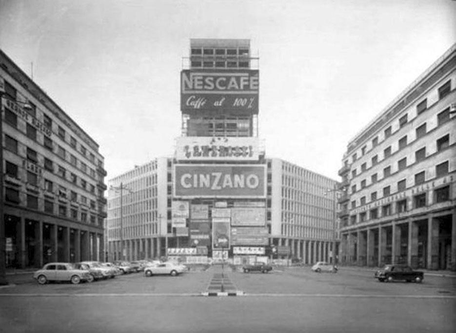 Piazza Diaz e la Torre Martini 1957