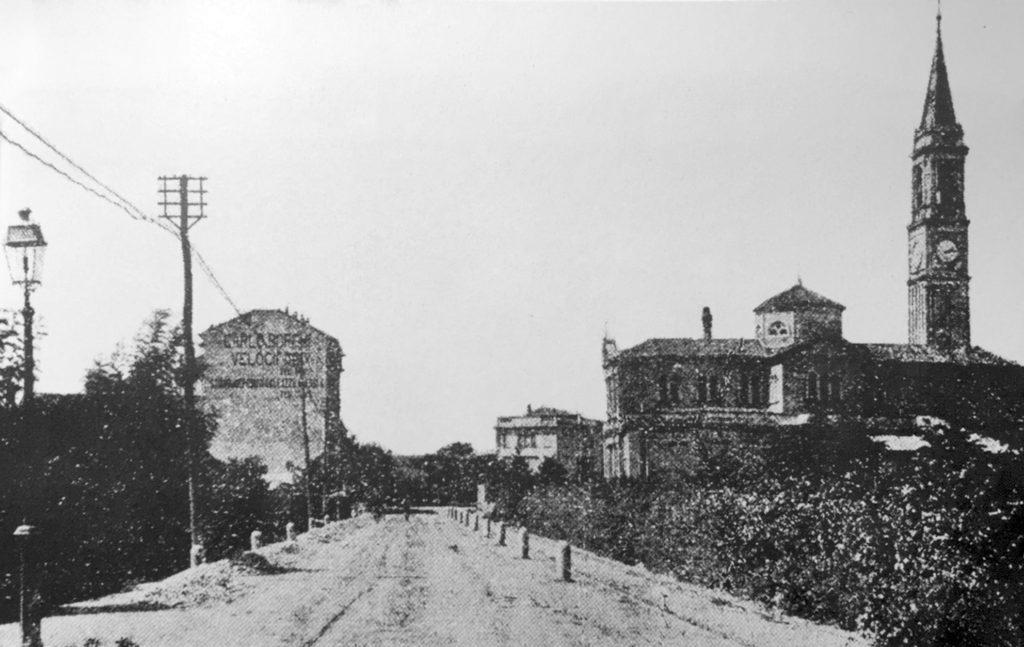 cagnola-via-sempione-attuale-via-plana-con-la-chiesa-del-sacro-cuore-di-gesu-nel-1913