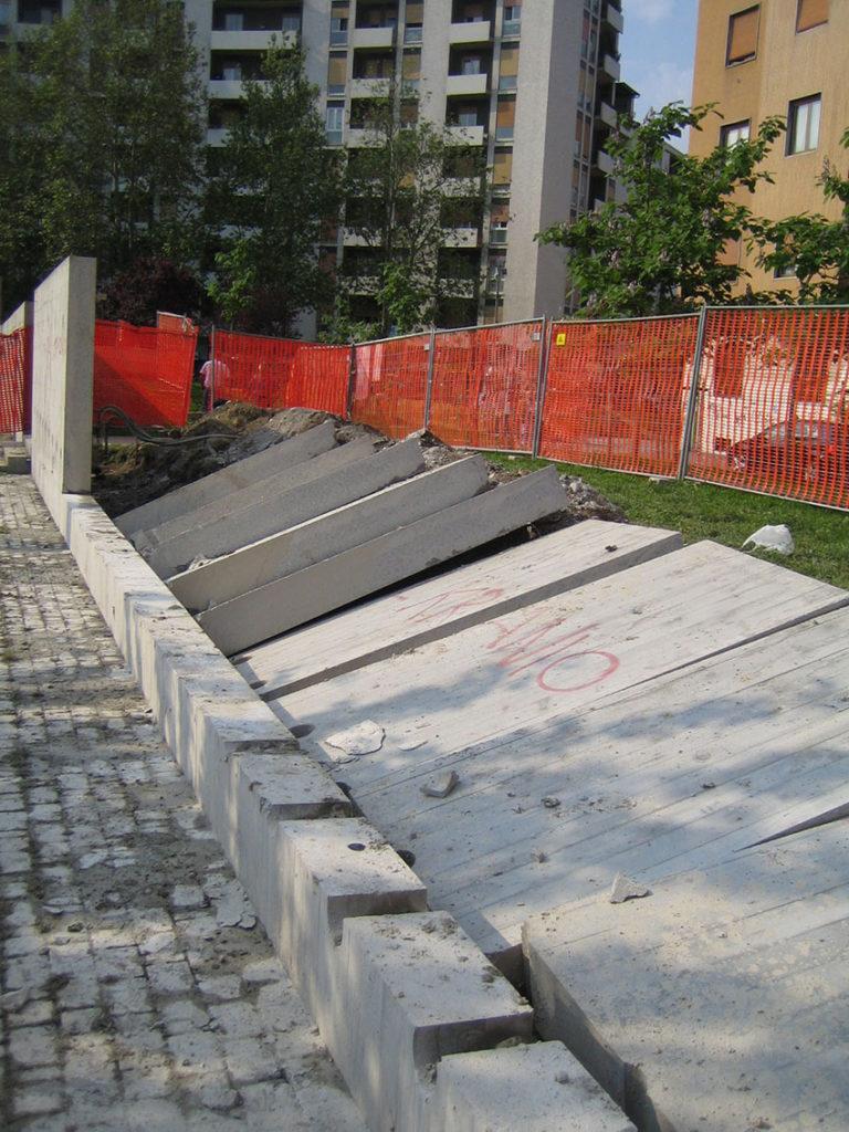 piazza-schiavone-muro_demolito_2004