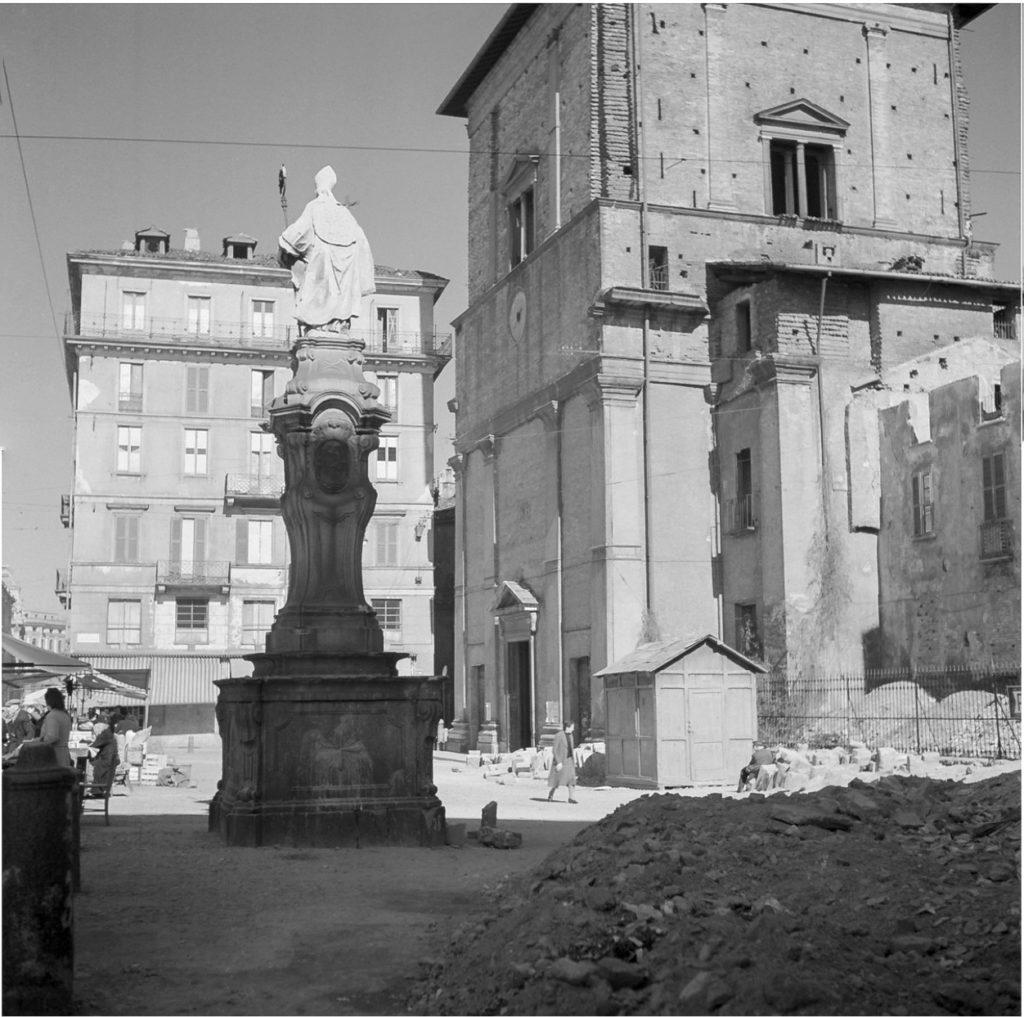Piazza San Nazaro in Brolo dopo i bombardamenti del 1943