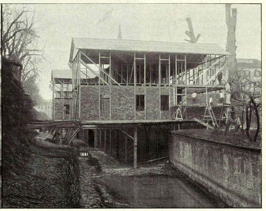la-costruzione-degli-alberghi-provvisori-sul-redefossi-foto-carlo-fortis-bastioni-di-porta-nuova-febbraio-marzo-1906-siamo-in-piazza-della-repubblica