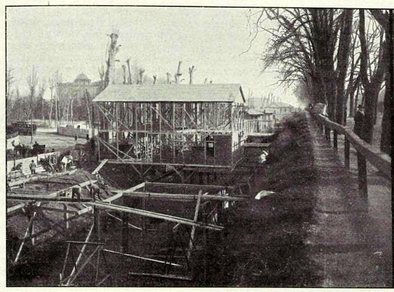 la-costruzione-degli-alberghi-provvisori-sul-redefossi-foto-carlo-fortis-bastioni-di-porta-nuova-febbraio-marzo-1906-verso-piazza-della-repubblica