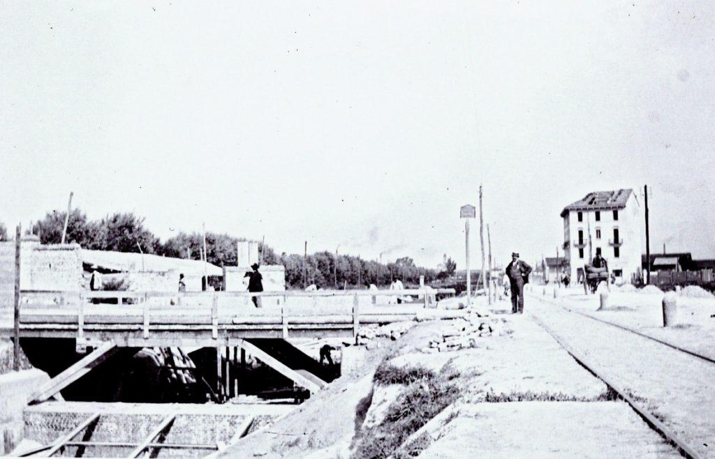 realizzazione-di-un-ponte-sul-redefossi-in-corso-lodi-angolo-via-fabio-massimo1910