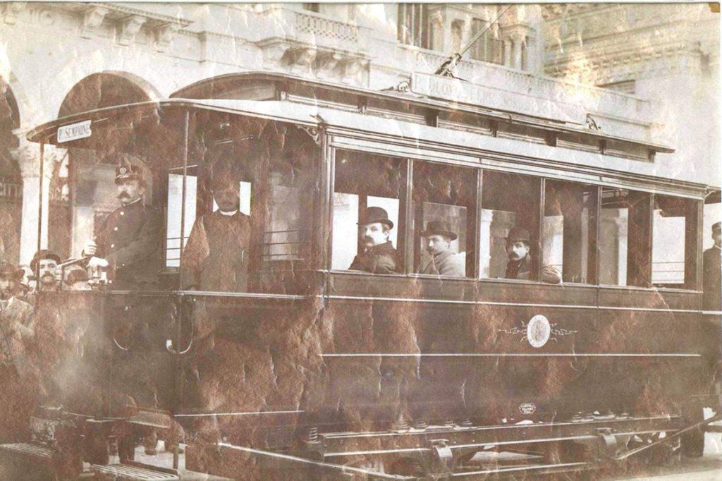 2-novembre-1893-primo-viaggio-tram-elettrico-in-piazza-del-duomo